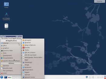 The default KDE desktop of Mageia 4 with the menu showing installed Internet applications.